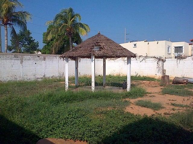 Terreno Zulia>Maracaibo>Doral Norte - Venta:2.716.000.000 Bolivares - codigo: 15-14413