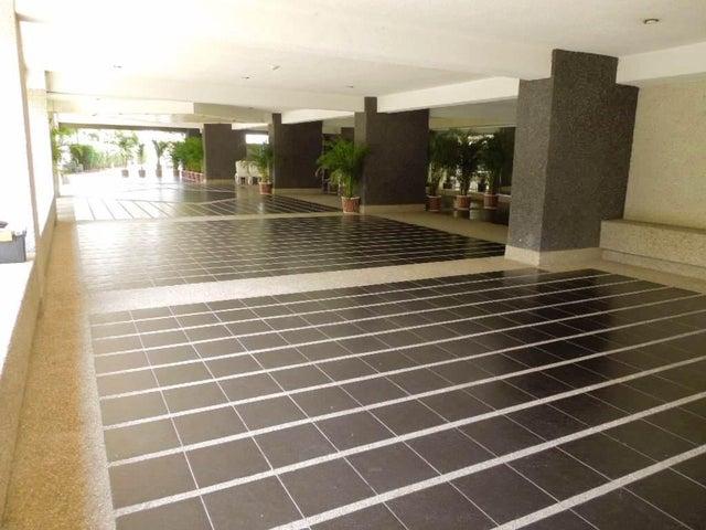 Apartamento Distrito Metropolitano>Caracas>Las Esmeraldas - Venta:72.422.000.000 Bolivares Fuertes - codigo: 15-14587