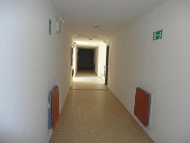 Apartamento Carabobo>Municipio San Diego>Los Jarales - Venta:357.000.000 Bolivares Fuertes - codigo: 15-14671