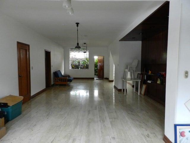 Casa Distrito Metropolitano>Caracas>Los Palos Grandes - Venta:254.195.000.000 Precio Referencial - codigo: 15-14774