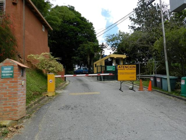 Casa Distrito Metropolitano>Caracas>Alto Hatillo - Venta:226.318.000.000 Bolivares - codigo: 15-14897