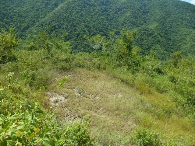 Terreno Distrito Metropolitano>Caracas>El Hatillo - Venta:2.256.000.000 Bolivares - codigo: 15-14950