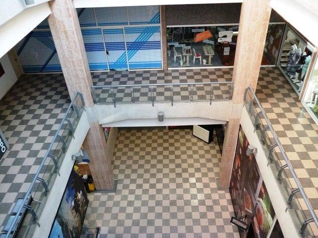 Negocios y Empresas Distrito Metropolitano>Caracas>Terrazas del Club Hipico - Venta:73.402.188.000.000 Bolivares - codigo: 15-15357