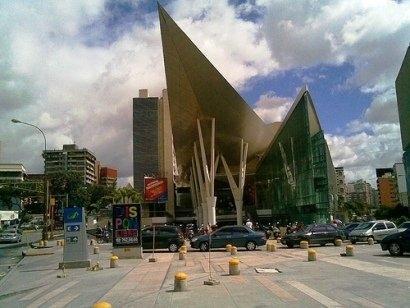 Local Comercial Distrito Metropolitano>Caracas>Los Dos Caminos - Venta:18.649.000.000 Bolivares Fuertes - codigo: 15-15291