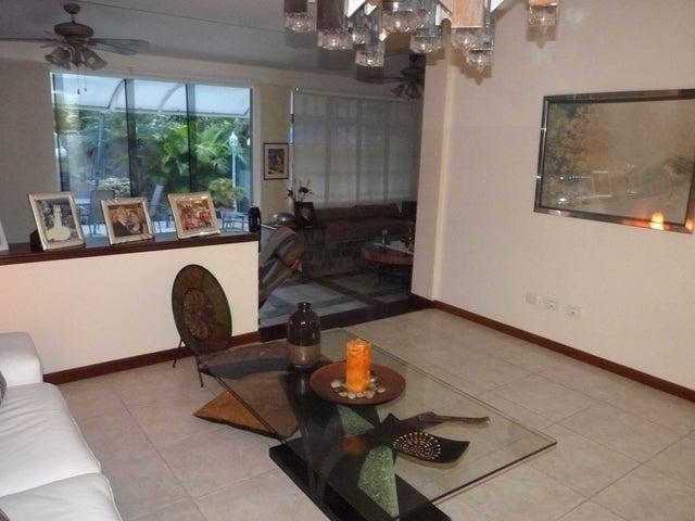 Casa Aragua>Maracay>El Castaño - Venta:542.975.000.000 Precio Referencial - codigo: 15-15396