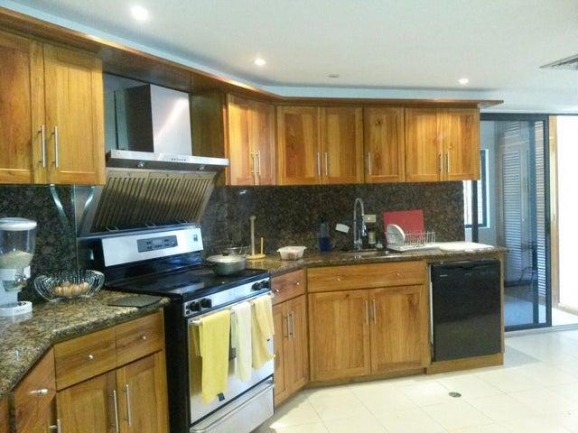 Apartamento Zulia>Maracaibo>El Milagro - Venta:80.767.000.000 Bolivares Fuertes - codigo: 15-15421