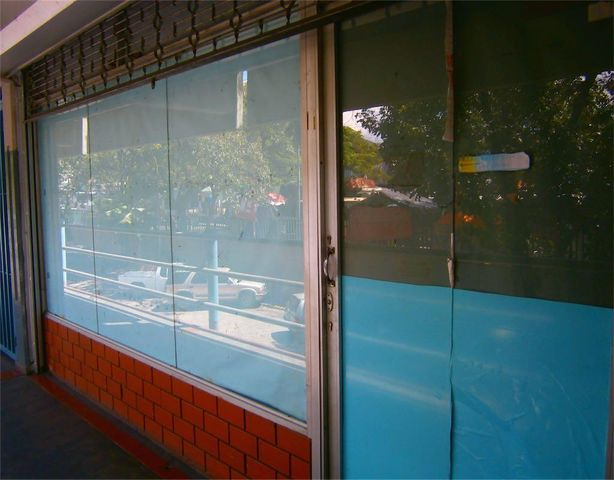 Local Comercial Miranda>Guarenas>Trapichito - Venta:18.322.000.000 Precio Referencial - codigo: 15-15551