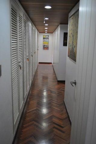 Apartamento Distrito Metropolitano>Caracas>Las Mesetas de Santa Rosa de Lima - Venta:342.945.000.000 Precio Referencial - codigo: 15-15697