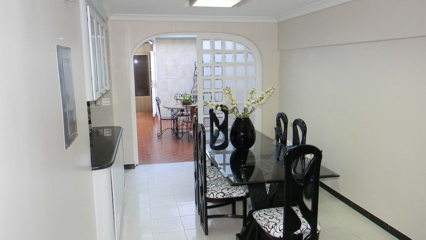 Casa Distrito Metropolitano>Caracas>El Marques - Venta:51.885.000.000 Bolivares - codigo: 15-15710