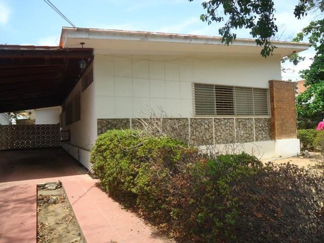 Casa Zulia>Maracaibo>Santa Maria - Venta:22.559.000.000 Bolivares - codigo: 15-16138