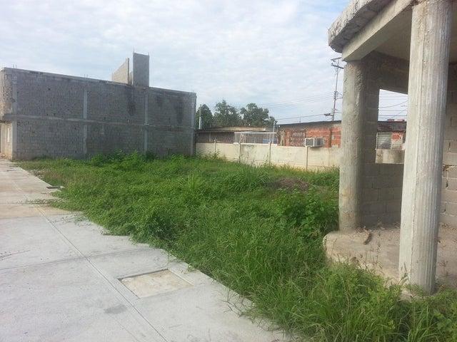 Terreno Zulia>Ciudad Ojeda>Calle Piar - Venta:5.634.000.000 Precio Referencial - codigo: 15-16174