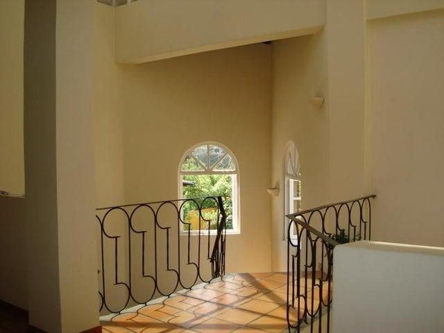 Casa Distrito Metropolitano>Caracas>Colinas del Tamanaco - Venta:140.000.000.000 Bolivares - codigo: 16-1607