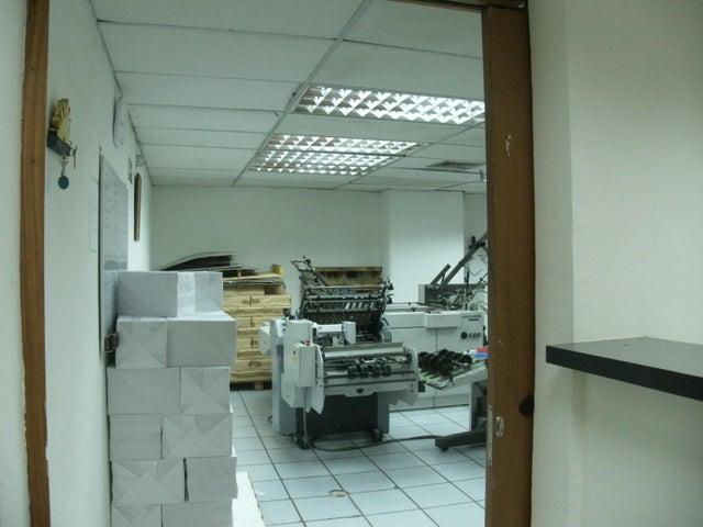 Oficina Distrito Metropolitano>Caracas>Los Cortijos de Lourdes - Venta:75.184.000.000 Bolivares - codigo: 15-16380