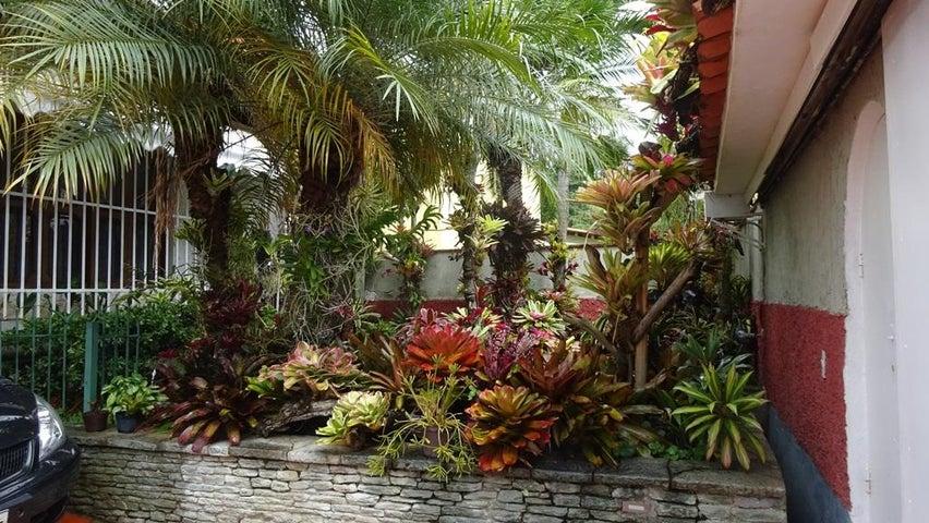 Casa Distrito Metropolitano>Caracas>Santa Sofia - Venta:500.000 Precio Referencial - codigo: 15-16393