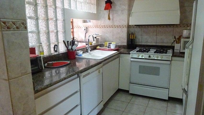 Apartamento Distrito Metropolitano>Caracas>Santa Marta - Venta:143.967.000.000 Precio Referencial - codigo: 15-16041