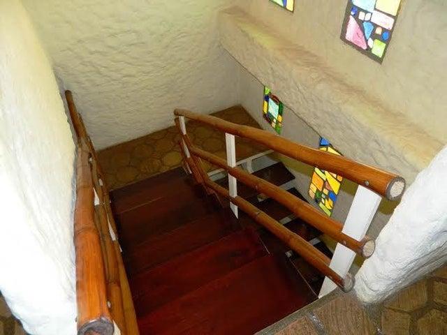 Casa Miranda>San Antonio de los Altos>El Picacho - Venta:32.067.000.000 Precio Referencial - codigo: 16-17