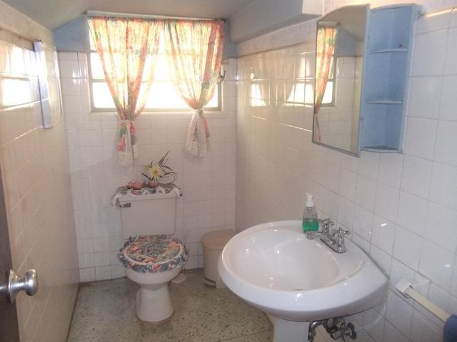 Casa Distrito Metropolitano>Caracas>Las Palmas - Venta:35.250.000.000 Bolivares - codigo: 16-147