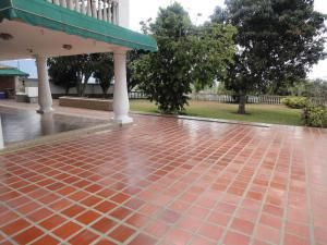 Casa Distrito Metropolitano>Caracas>La Tahona - Venta:305.363.000.000 Precio Referencial - codigo: 16-2046