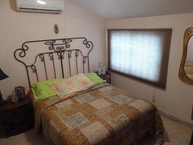 Townhouse Zulia>Maracaibo>Avenida Milagro Norte - Venta:44.894.000.000 Precio Referencial - codigo: 16-538