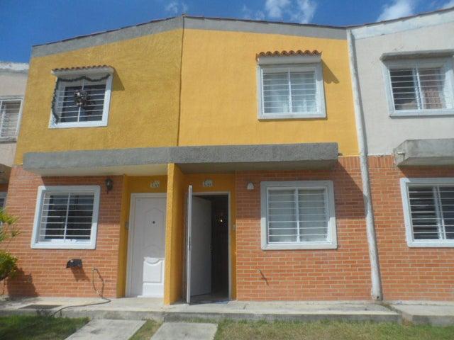 Townhouse Carabobo>Valencia>Flor Amarillo - Venta:12.215.000.000 Precio Referencial - codigo: 16-1032