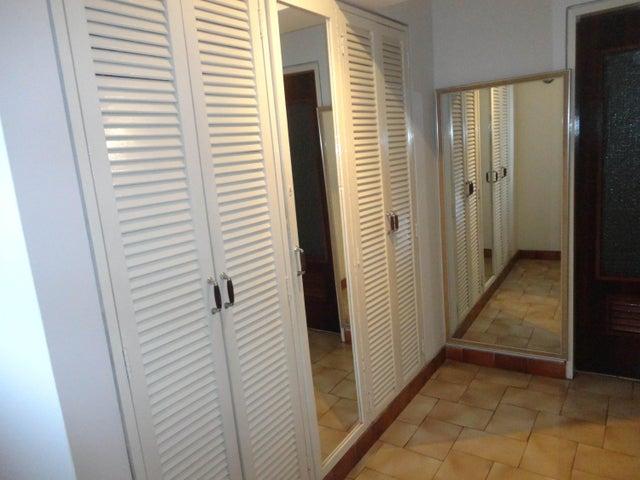 Apartamento Lara>Barquisimeto>Zona Este - Venta:15.842.000.000 Bolivares Fuertes - codigo: 16-786