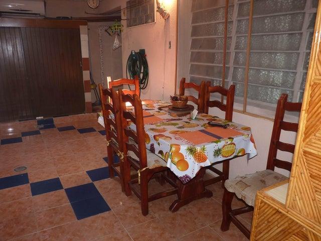 Casa Aragua>Maracay>Las Acacias - Venta:3.055.000.000 Bolivares - codigo: 16-835