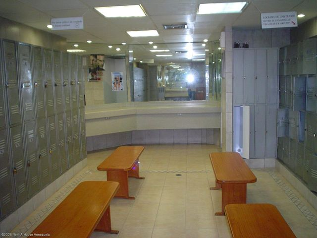 Local Comercial Distrito Metropolitano>Caracas>Santa Paula - Venta:647.735.000.000 Bolivares - codigo: 16-977