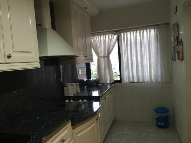 Apartamento Distrito Metropolitano>Caracas>Los Chaguaramos - Venta:95.000 Precio Referencial - codigo: 16-1043