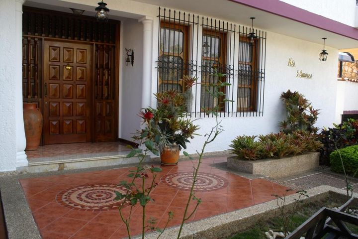 Casa Distrito Metropolitano>Caracas>Los Naranjos del Cafetal - Venta:94.001.000.000 Bolivares - codigo: 16-1174