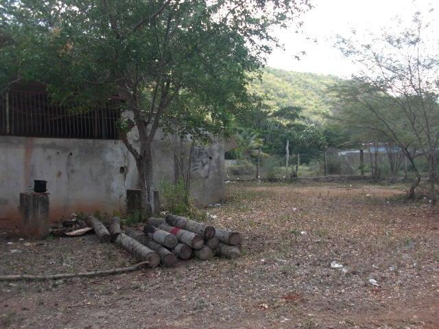 Local Comercial Falcon>Coro>Centro - Venta:576.000.000 Bolivares - codigo: 16-1241