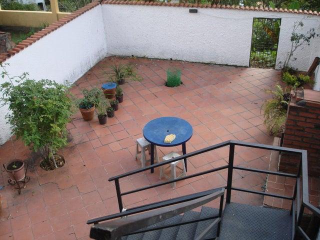 Townhouse Miranda>San Antonio de los Altos>Las Salias - Venta:500.000.000 Bolivares - codigo: 16-1384
