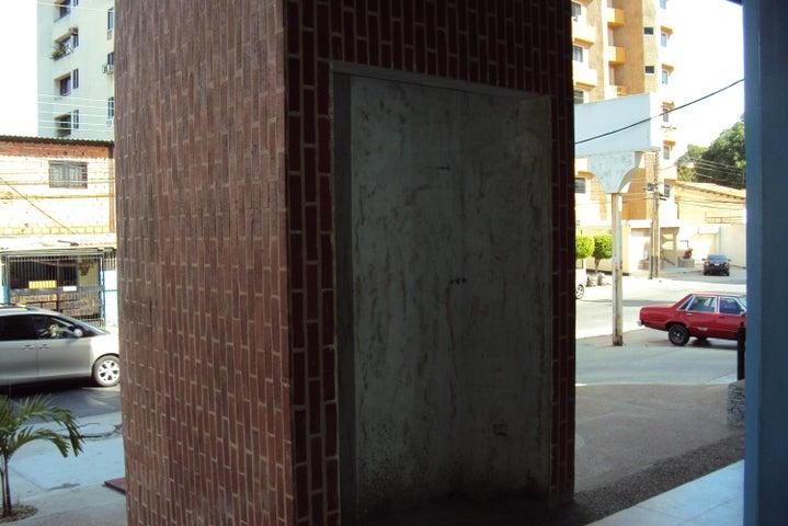Local Comercial Carabobo>Valencia>Agua Blanca - Venta:11.432.000.000 Precio Referencial - codigo: 16-1402