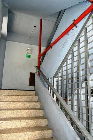 Edificio Distrito Metropolitano>Caracas>La Trinidad - Venta:565.794.000.000 Bolivares - codigo: 16-1762