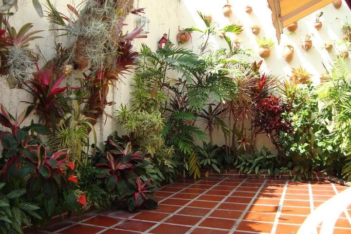 Casa Distrito Metropolitano>Caracas>Santa Ines - Venta:191.556.000.000 Precio Referencial - codigo: 16-1520