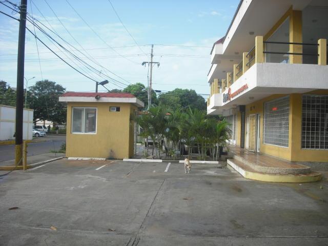 Local Comercial Zulia>Maracaibo>Avenida Milagro Norte - Venta:21.392.000.000 Precio Referencial - codigo: 16-1569