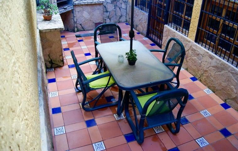 Casa Distrito Metropolitano>Caracas>Los Naranjos del Cafetal - Venta:223.482.000.000 Precio Referencial - codigo: 16-1653