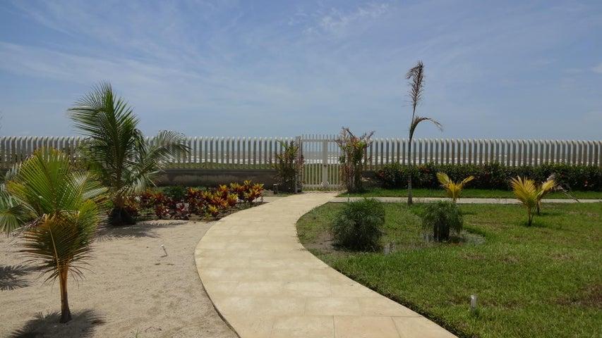 Apartamento Miranda>Higuerote>Agua Sal - Venta:13.489.000.000 Bolivares Fuertes - codigo: 16-1686