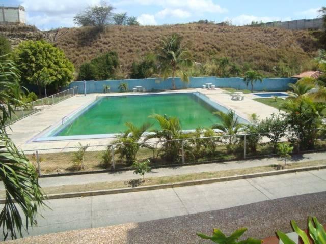 Townhouse Miranda>Guatire>Country Club Buena Ventura - Venta:57.116.000.000 Precio Referencial - codigo: 16-1699