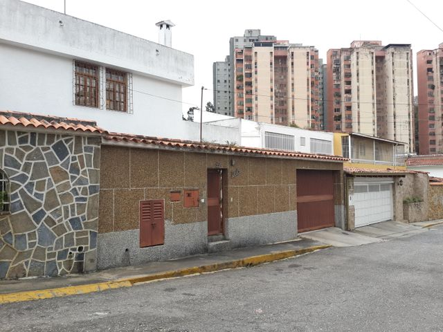 Casa Miranda>San Antonio de los Altos>Pomarosa - Venta:1.367.442.000.000 Precio Referencial - codigo: 16-1760