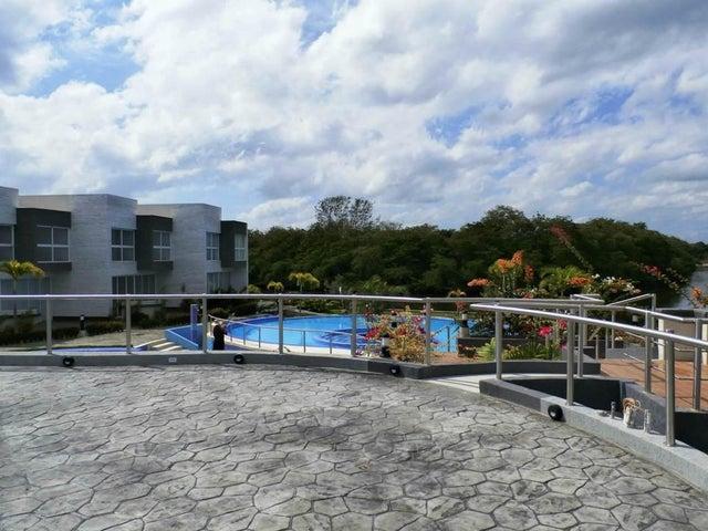 Townhouse Miranda>Higuerote>Puerto Encantado - Venta:60.045.000.000 Bolivares Fuertes - codigo: 16-1976