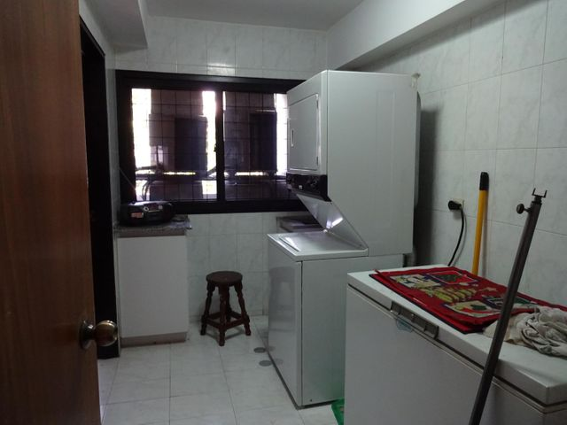 Apartamento Distrito Metropolitano>Caracas>Los Palos Grandes - Venta:149.338.000.000 Bolivares Fuertes - codigo: 16-2017