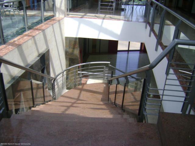Oficina Zulia>Maracaibo>Avenida Delicias Norte - Venta:2.030.000.000 Bolivares - codigo: 16-2083