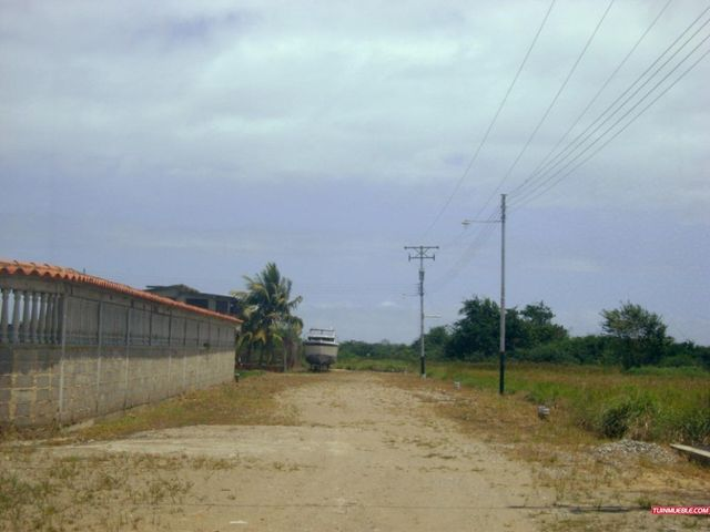Terreno Miranda>Higuerote>Club Campestre El Paraiso - Venta:226.000.000 Bolivares - codigo: 16-2203