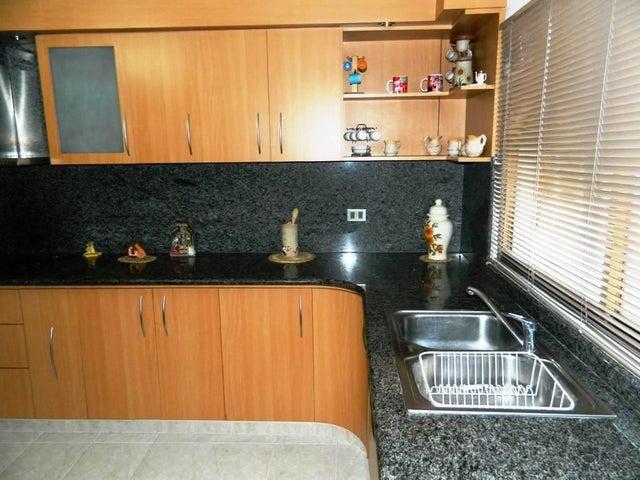 Apartamento Miranda>Los Teques>Municipio Guaicaipuro - Venta:14.663.000.000 Bolivares Fuertes - codigo: 16-2326