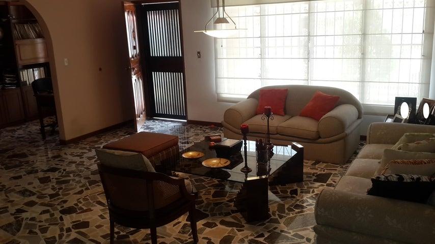 Casa Distrito Metropolitano>Caracas>Macaracuay - Venta:298.978.000.000 Precio Referencial - codigo: 16-2380