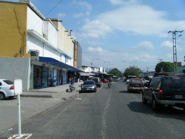 Local Comercial Carabobo>Valencia>Los Samanes - Venta:5.000.000 Precio Referencial - codigo: 16-2624