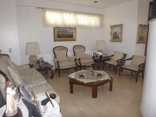 Casa Distrito Metropolitano>Caracas>La Tahona - Venta:700.000 Precio Referencial - codigo: 16-3818