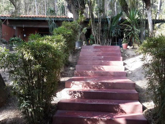 Casa Distrito Metropolitano>Caracas>La Lagunita Country Club - Venta:317.743.000.000 Precio Referencial - codigo: 16-2743