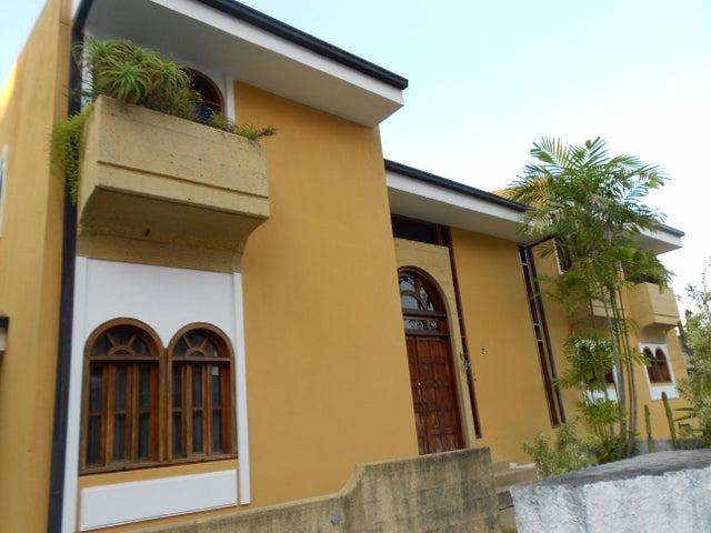 Casa Distrito Metropolitano>Caracas>Los Naranjos del Cafetal - Venta:352.741.000.000 Precio Referencial - codigo: 16-2896