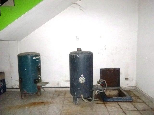Edificio Aragua>Maracay>Santa Rosa - Venta:30.536.000.000 Precio Referencial - codigo: 16-2894